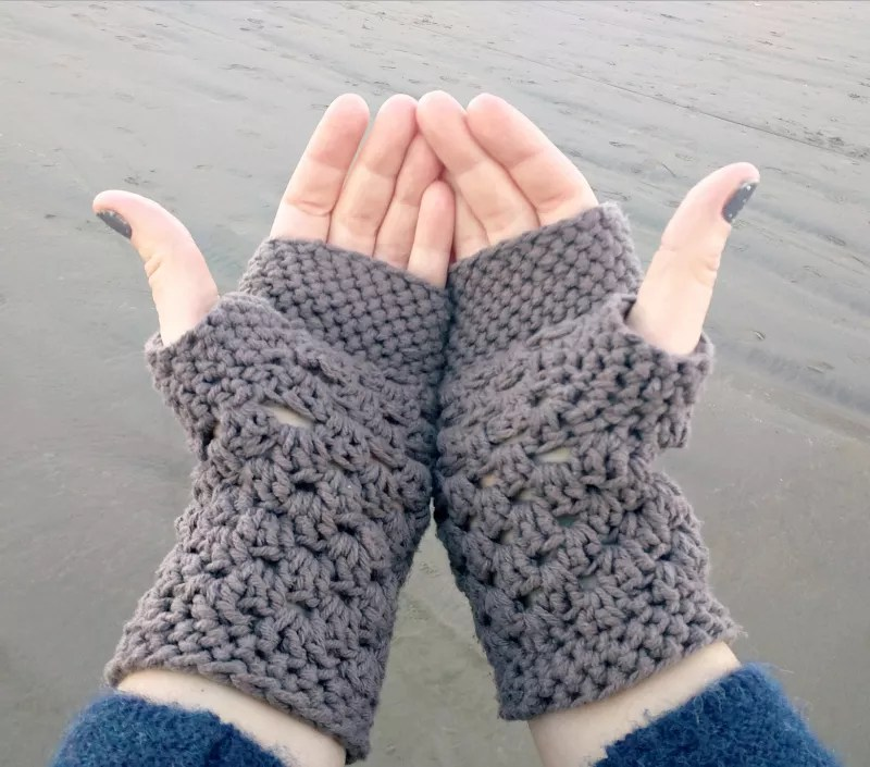 Chunky Fingerless Crochet Gloves-FREE Crochet Fingerless Mitt pattern