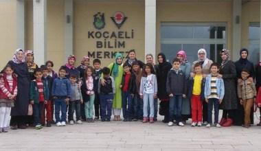Çocuklar ve anneleri Kocaeli Bilim Merkezi'nde