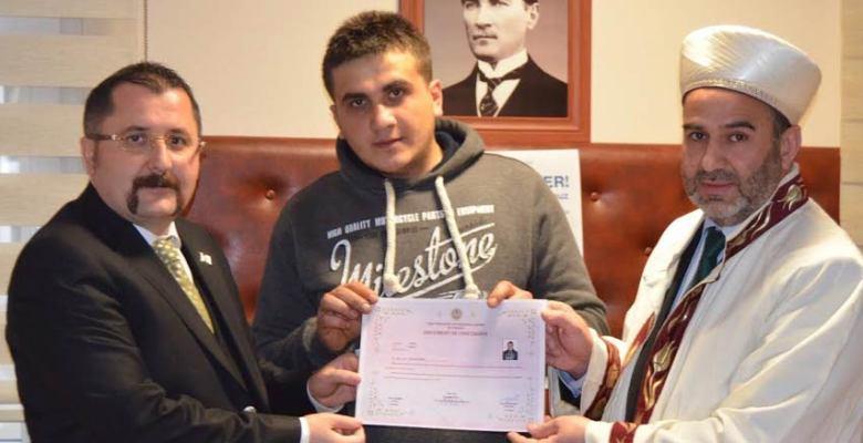 Gürcü genç Müslüman oldu