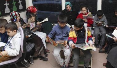 Kitap okuyarak örnek oluyorlar
