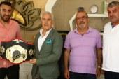 Bozbey'den milli boksör Arslan'a destek ve moral