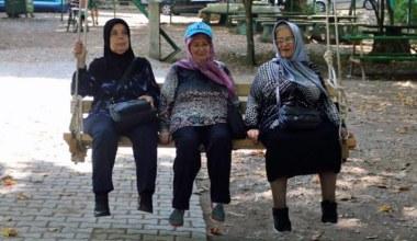 Yaşlılar şehrin güzelliklerini keşfediyor