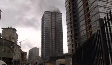 Fikirtepe'de 24 katlı binada yangın çıktı