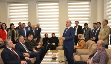 Erenler Belediye Başkanı Fevzi Kılıç, mazbatasını teslim aldı