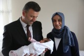 Başkan Özen, bebek heyecanı yaşayan ailelerin mutluluğuna ortak oluyor