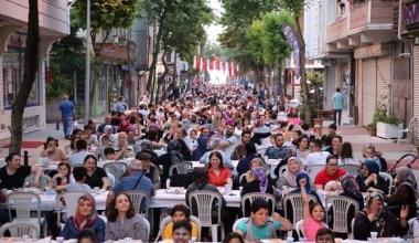 Bayrampaşa Belediyesi on binlerce komşuyu iftarda buluşturdu