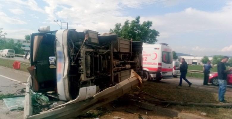 Bursa'da işçi servisi devrildi: 10 yaralı
