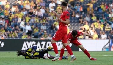 Spor Toto Süper Lig: Fenerbahçe: 1 – Antalyaspor: 1 (İlk yarı)