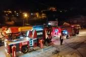 Yangında mahsur kalan 2 aylık bebeği komşular kurtardı