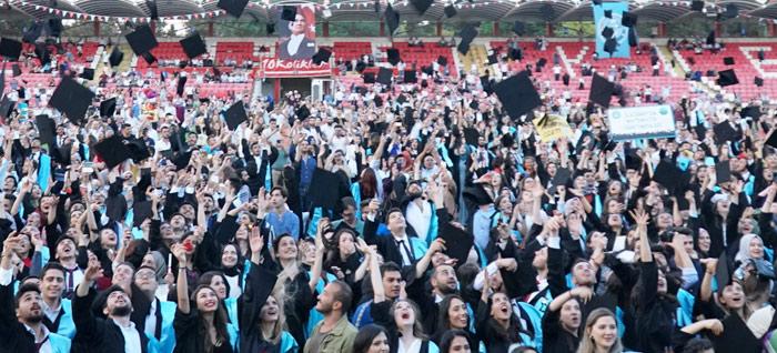 Balıkesir Üniversitesinde Mezuniyet Gururu