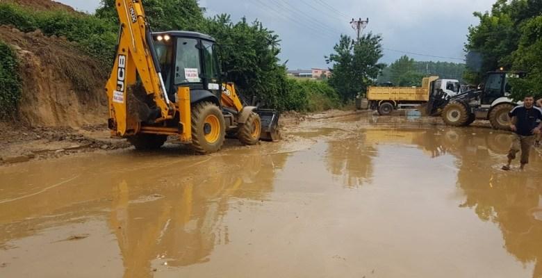 İzmit'te 400 ton balçık çamur toplandı