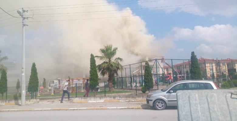Sakarya'da çatı yangını paniğe neden oldu