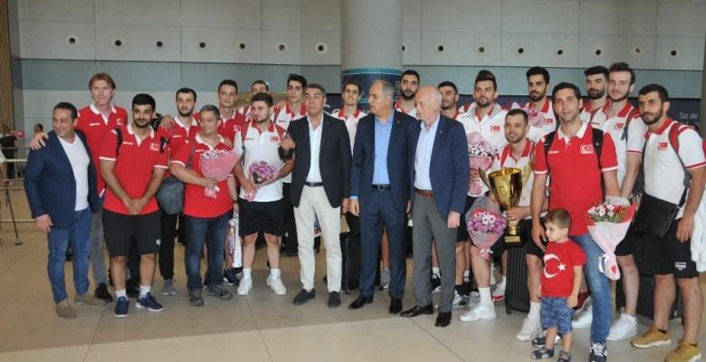 Şampiyon A Milli Erkek Voleybol Takımı, yurda döndü