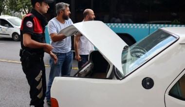 Taksim'deki uygulamada 'Şans' isimli narkotik köpeğiyle araçlar didik didik arandı
