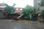 Kocaeli'de yoğun yağmur  ve dolu yağışı hayatını olumsuz etkiledi