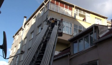 (ÖZEL) Oğluyla kavga ederken 5. kattan yan binanın çatısına düştü