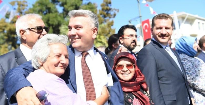 AK Partili milletvekiline kadınların ilgisi