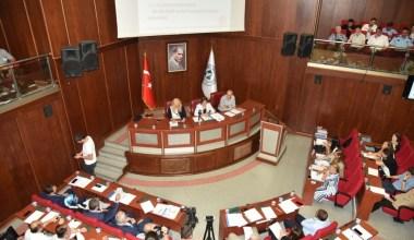 İzmit Belediyesi meclisinde 15 gündem maddesi görüşüldü