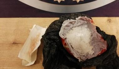 Polisi görünce uyuşturucuyu tuvalete döktüler…O anlar kameraya böyle yansıdı