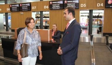 Deprem anında yolcuyu koruyan TGS personeli, aynı yolcuyla tekrar buluştu