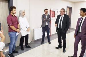 Gazeteci Ardan Zentürk Diş Hekimliği fakültesinde söyleşiye katıldı
