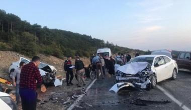 Bursa'da iki araç kafa kafaya çarpıştı, 6 kişi yaralandı