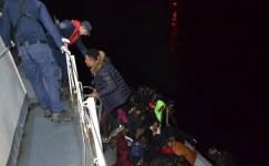 Çanakkale açıklarında 43 düzensiz göçmen yakalandı