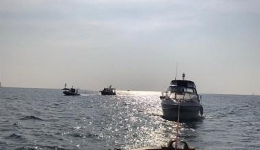 Kadıköy'de iki tekne kayalıklara çarptı