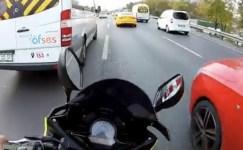 Motosikletli maganda mega kentte trafiği birbirine kattı