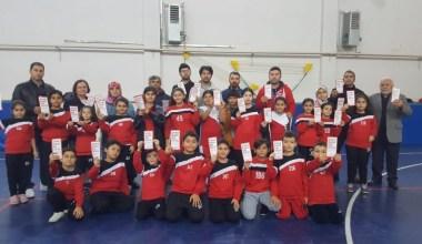 Çocuklar antremanda veliler kan bağışında