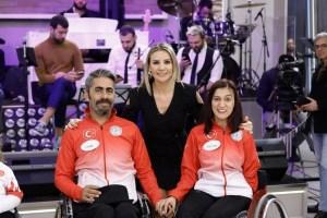 Esra Erol'a engellilere yardımlarından dolayı plaket