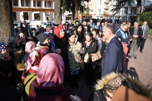 İnegöl Belediyesi'nin emektar Aynur Ablası son yolculuğuna uğurlandı