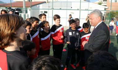 Ali Acar Genç Futbolcularla Buluştu