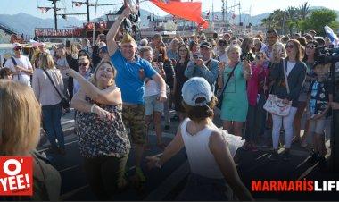 Rus vatandaşlar tarafından her yıl kutlanan Zafer Kutlaması bu yıl Marmaris'te de Rus vatandaşları tarafından kutlandı