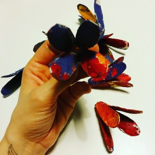 fleur en boite d'oeufs by Zoé 2