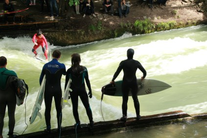 Surfers queuing orderly for their turn on the Eisbach