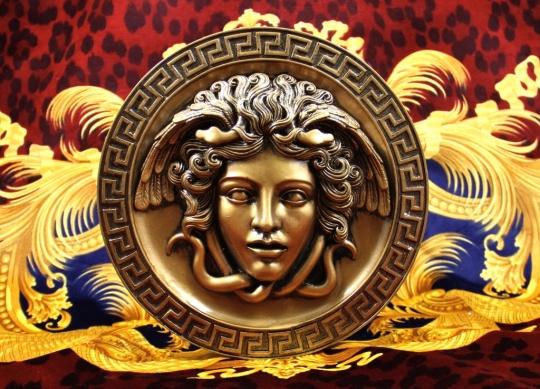 Histoire du logo Versace