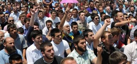suasana-protes-muslim-kosovo-usai-shalat-jumat-_110707112511-711