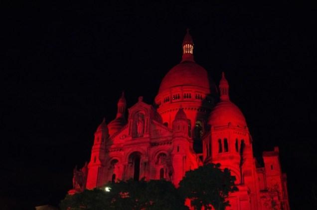 basilique-Sacre-Coeur-Montmartre-illuminee-rouge-12-octobre-2017_0_728_483