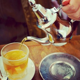 Morocco food: pouring my glass of tea
