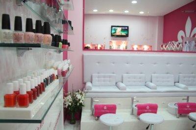 -50% sur la Pose d'Ongles en Résine (ou Gel) chez l'ultra Glamour Pink Diva!