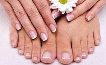 Glamour jusqu'au bout des doigts grace à une Manicure, Pédicure plus une Pose Vernis