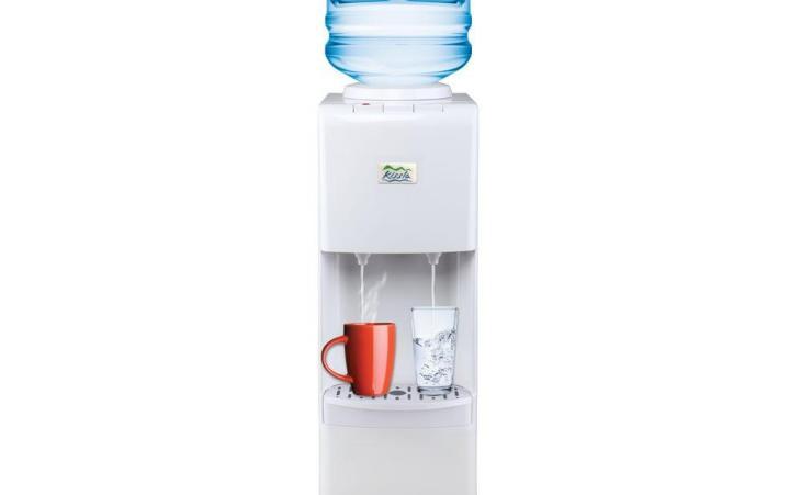 De l'eau pure avec le distributeur eau chaude et froide osmosis