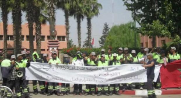 عمال بلدية الخميسات يطالبون بفتح حوار