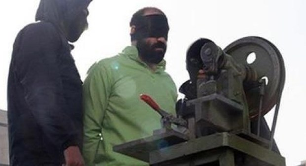 إيران.. عقوبة قاسية لبتر اليد والقدم بحق سجينين في سجن مدينة مشهد