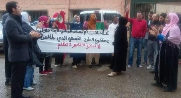 عاملات النظافة المطرودات من العمل ببلدية ايت ملول ينظمن وقفة احتجاجية