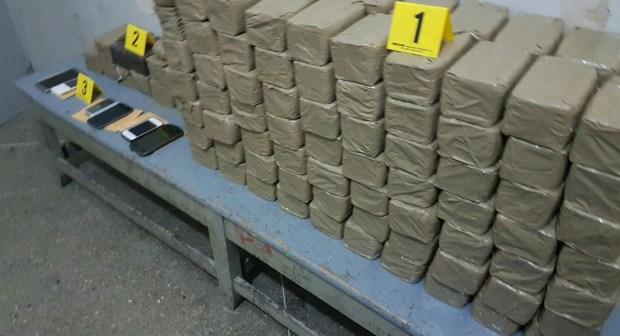 أكادير: حجز 80 كيلو من مخدر الشيرا بسيارتين وايقاف ثلاثة أشخاص