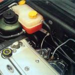 En la revisión del coche de mantenimiento preventivo no sólo hay que reponer el nivel, sino ver por qué ha variado.