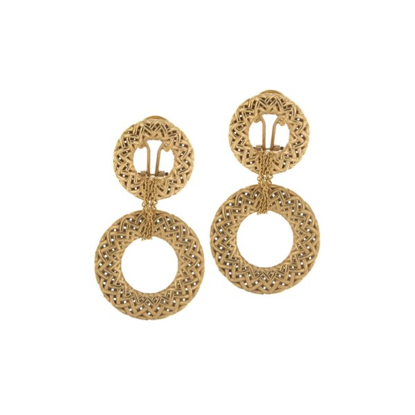 Drop earrings in yellow gold.