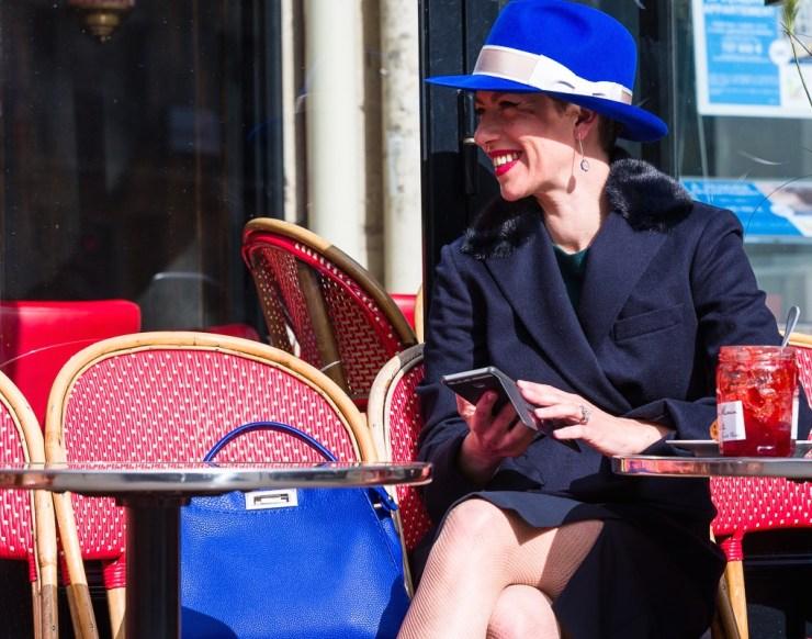 Marquis Paris - Café en rouge et bleu